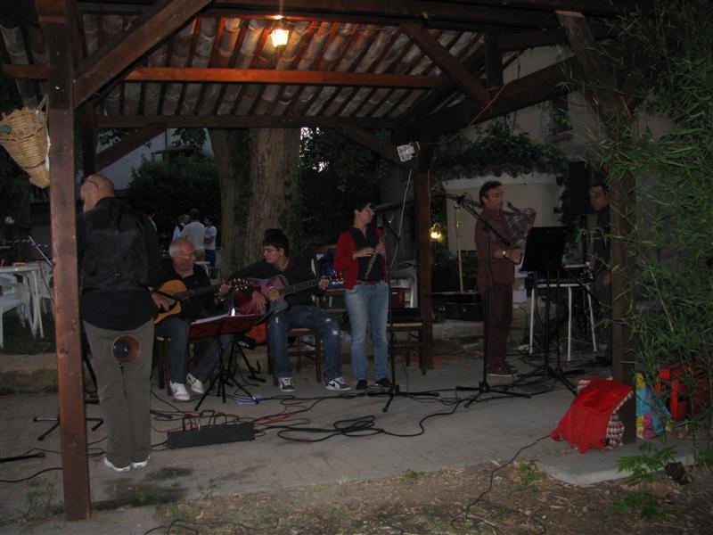 Musicanti durante la festa degli arrosticini 2010